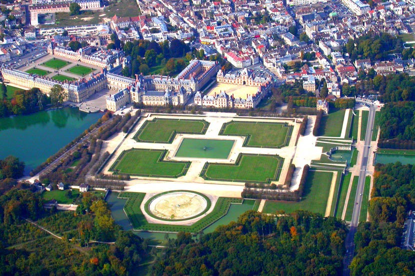 Дворец Фонтенбло во Франции
