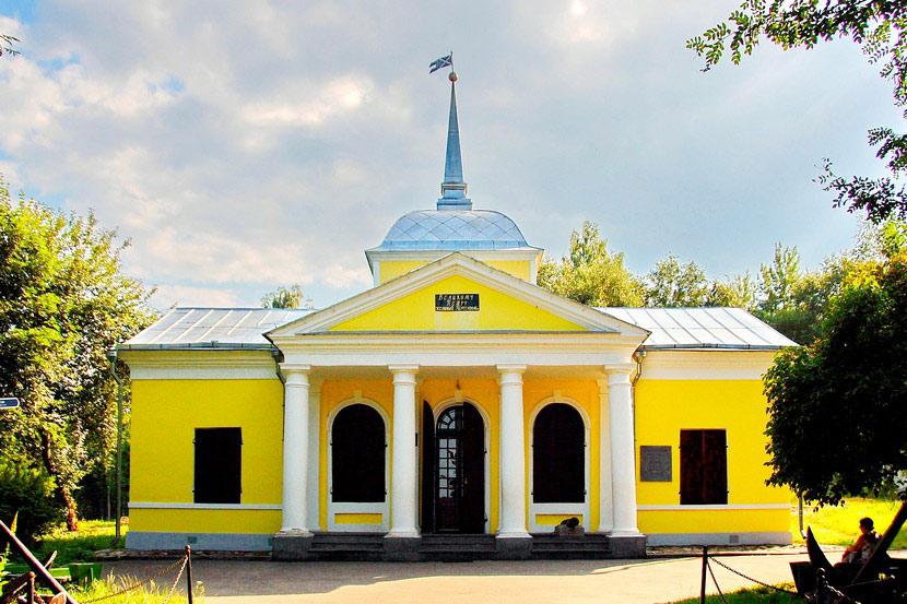 Музей-усадьба Ботик Петра I в Переславле-Залесском