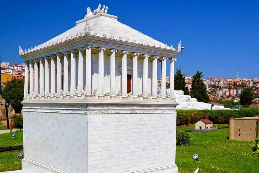 Семь чудес Мавзолей в Галикарнасе