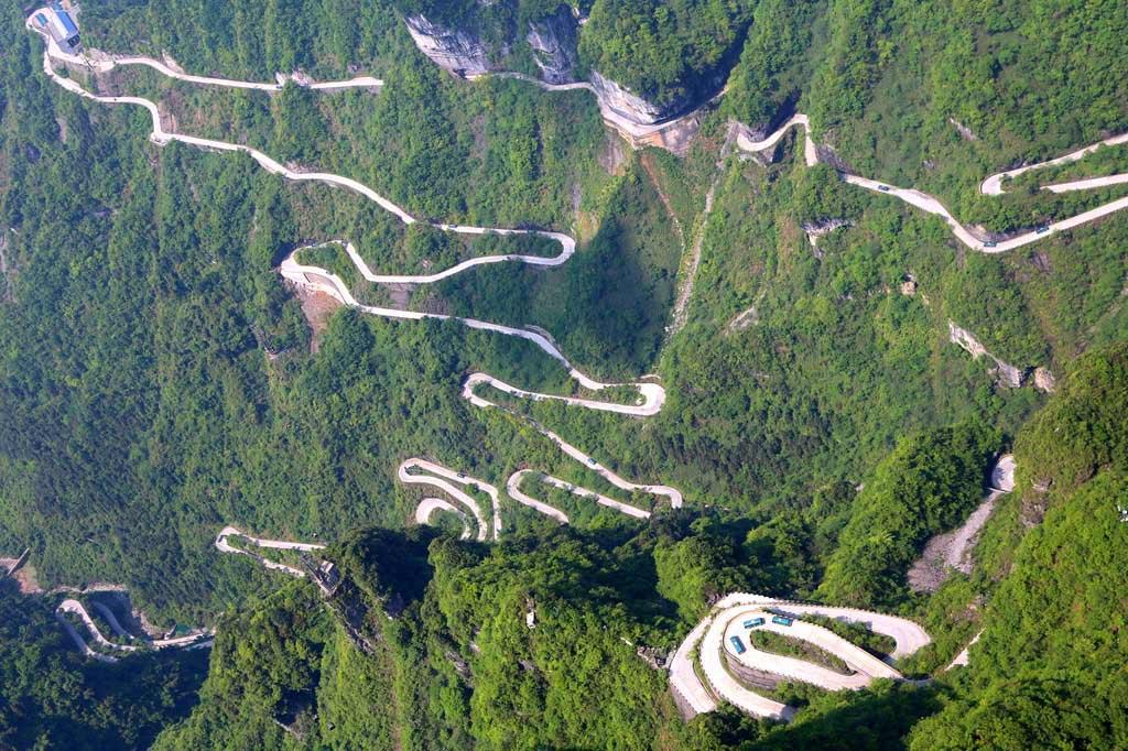 Гора Тяньмэнь в Китае Гора Тяньмэнь Гора Тяньмэнь, Китай gora tyanmen 3