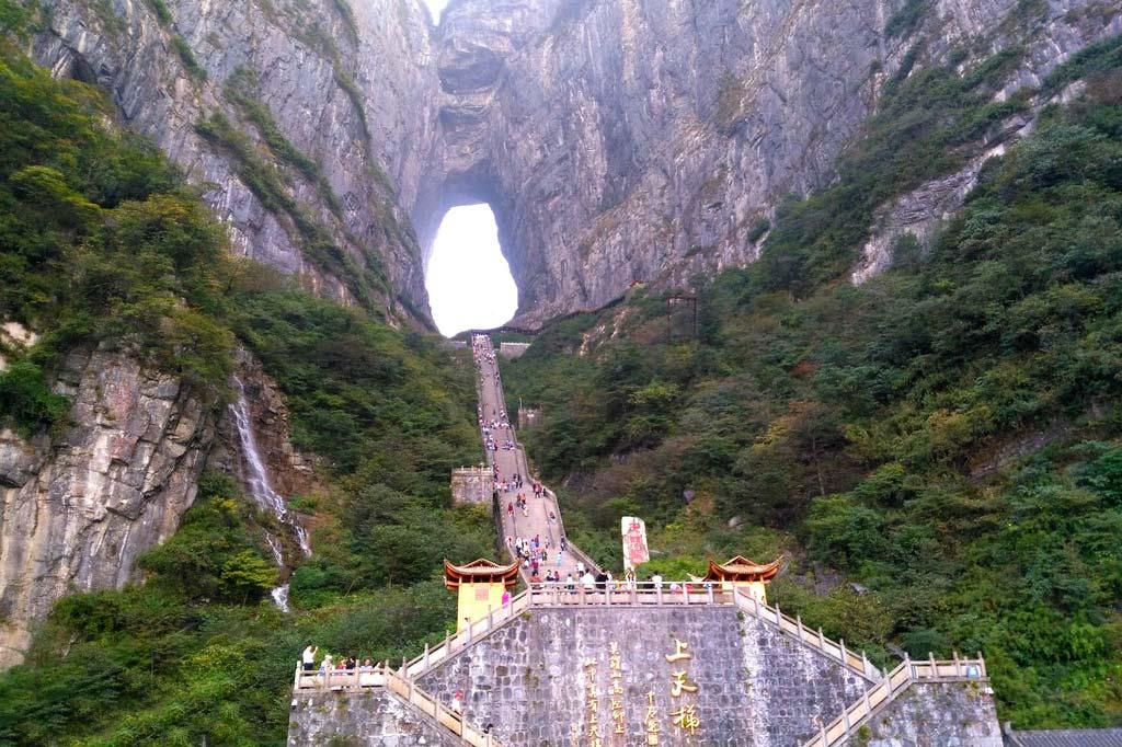 Гора Тяньмэнь в Китае Гора Тяньмэнь Гора Тяньмэнь, Китай gora tyanmen 7