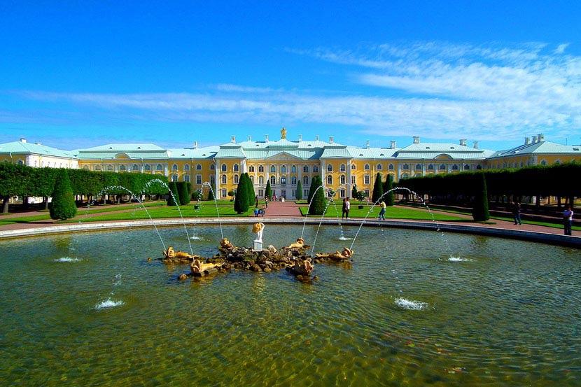 Петергоф в России