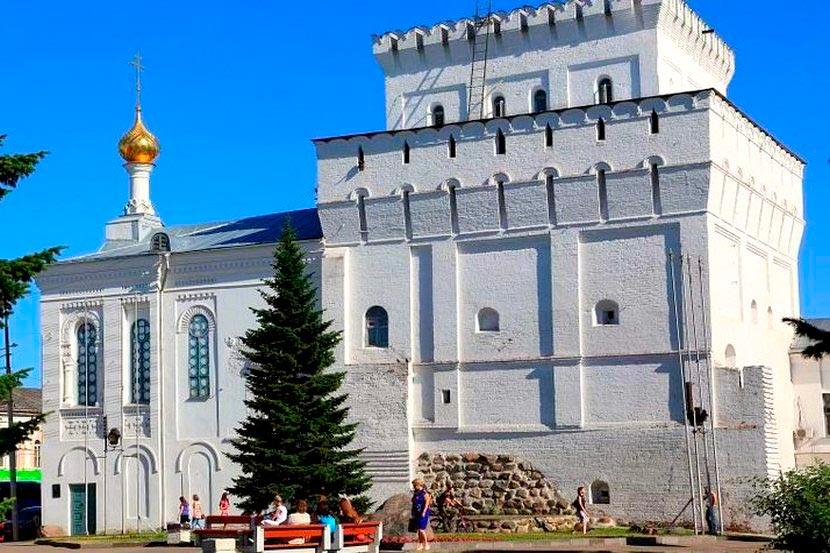 vlasevskaya_bashnya_i_znamenskaya_cerkov_2